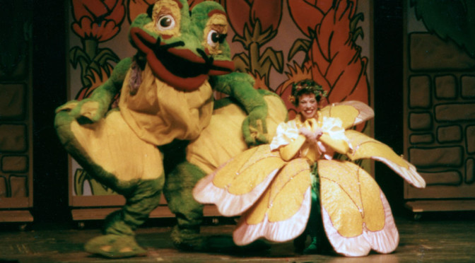 Thimbelina and Frog onstage