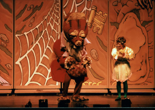 GIANT Puppet Show - Princess Thimbelina and Mole stageshot